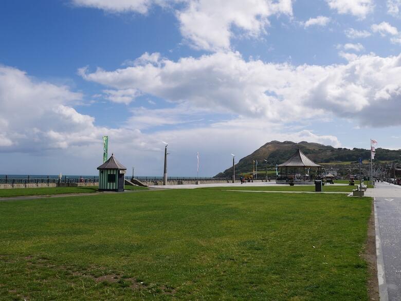 ブレイの海沿いの風景