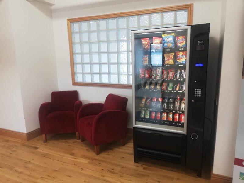 校内には自販機もあります